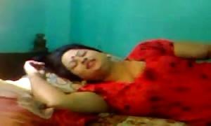 desi- turned on bangla aunty