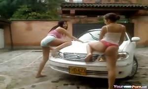 novice latin girl Carwash