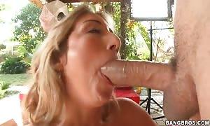 hot Natalia Rossi deep throats a large pole outside