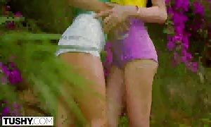 TUSHY it is only natural to gape on vacation with your best possible close good friend