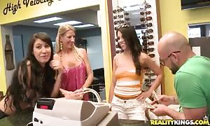 juicy cuties are having an awesome action with a rich parent